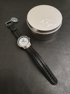 Uhr mit Box